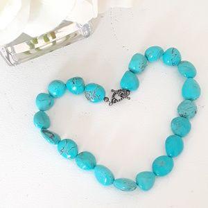 Polished turquoise stone necklace